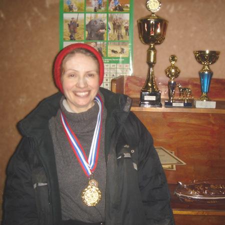 Марина Полякова и призы ее двух собак